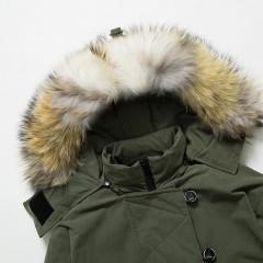 СКИДКА Siti Selected зимняя парка-пуховик цвета зеленый хаки в стиле оверсайз oversize с натуральным мехом на капюшоне