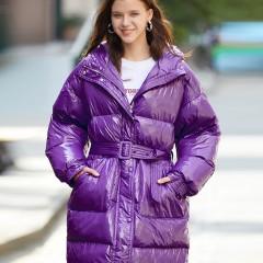 СКИДКА SITI Selected женский зимний яркий фиолетовый лиловый пуховик зефирка удлиненный сзади оверсайз  с поясом  и надп