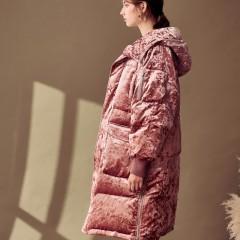 СКИДКА SITI Selected зимний женский розовый  бархатный пуховик пальто оверсайз удлиненный с капюшоном и большими кармана