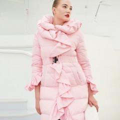 СКИДКА пуховик с воланами оборками нежный образ розовый черный цвет приталенный пуховик удлиненный