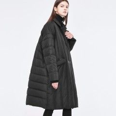 модное зимнее удлиненное черное стеганое тренч пальто пуховик oversize на пуговицах с английским воротником