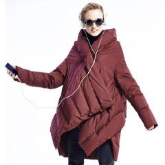 модный асимметричный пуховик черный бордовый цвет укороченный спереди удлиненный сзади плечи -чехол с капюшоном