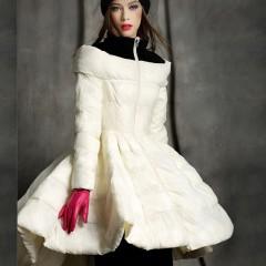 пуховик с пышной юбкой, королевский шик,укороченный спереди и удлиненный сзади,молочный и белый