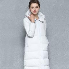 женский зимний длинный пуховик в стиле минимализм minimalism  с капюшоном молочного цвета