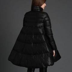 расклешенный черный пуховик, А-силуэт зимний теплый пуховик с пышной юбкой без капюшона с воротником-стойкой