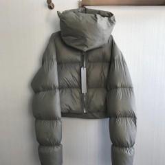 черный серый короткий пуховик оверсайз с высоким воротником-шарфом