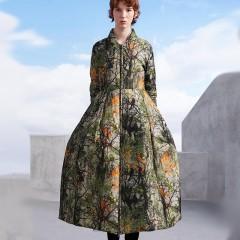 CLJ / RCAT длинное пуховое платье на молнии с растительным принтом зеленое приталенное с пышной юбкой, без капюшона с ми