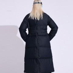 длинное пуховое черное пальто гусиный пух с воротником-стойкой без капюшона эффект дэнима прямое с поясом