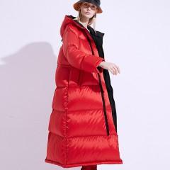 FOLOVERA длинный теплый красный пуховик зефирка гусиный пух легкая трапеция свободный с надписью и капюшоном