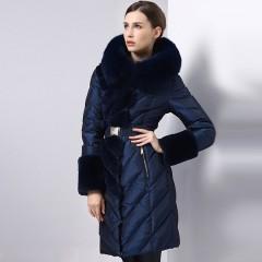 теплый женский пуховик для русской зимы Royalcat,приталенный,кобальтово-синий с меховыми вставками