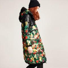 зимний пуховик хохлома черный с цветами удлиненный пуховик с ярким цветочным принтом и капюшоном